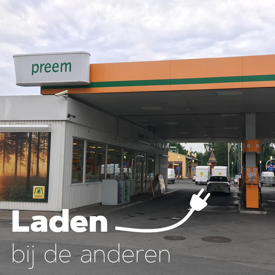 Laden bij Preem in Zweden